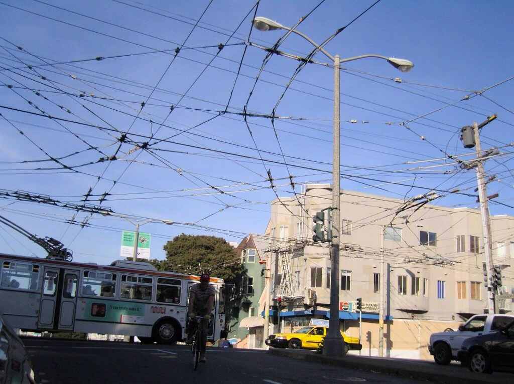 edit_Muni_trolleybus_wires_at_Haight